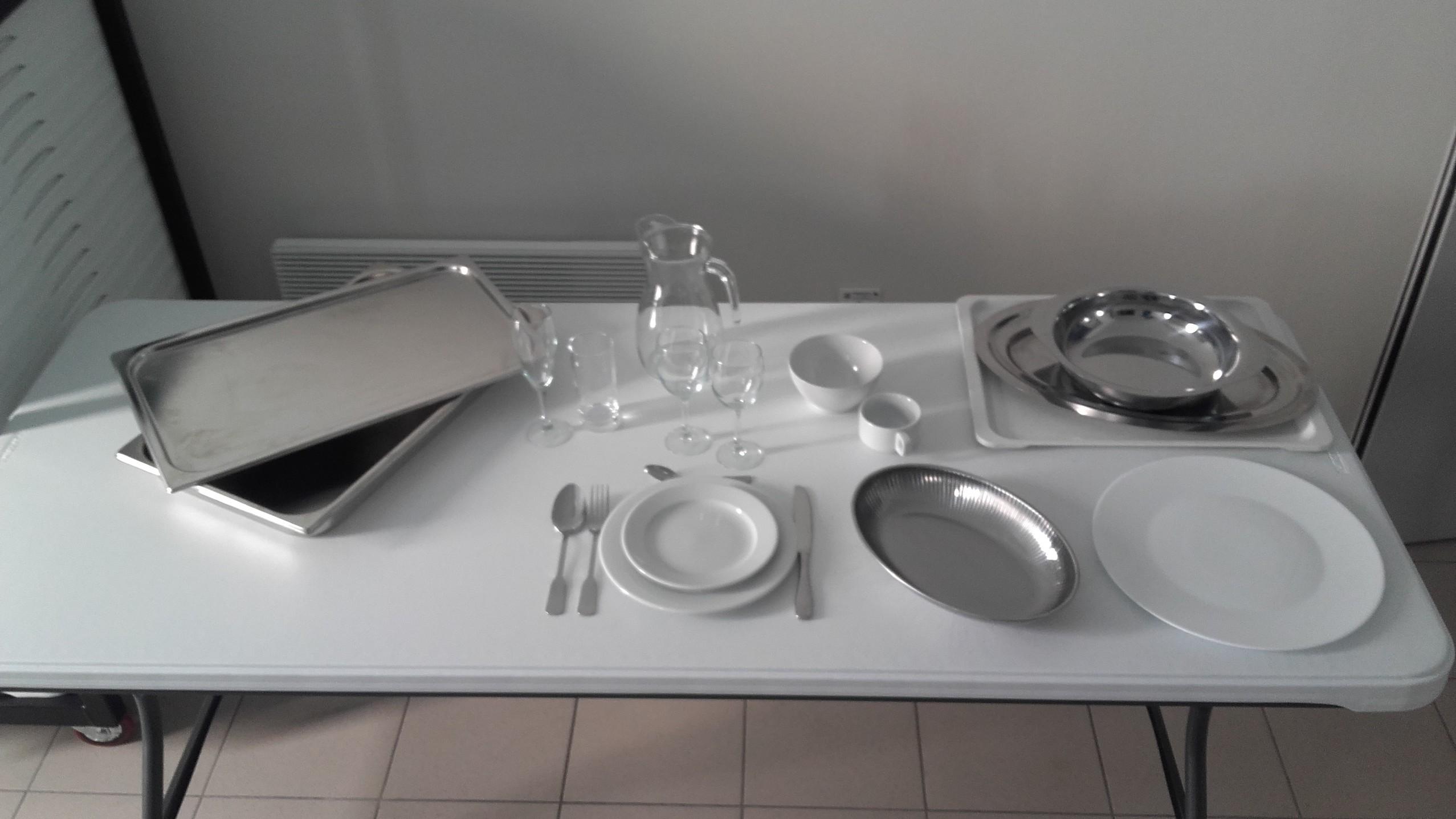 exemple-de-la-vaisselle-mise-a-disposition